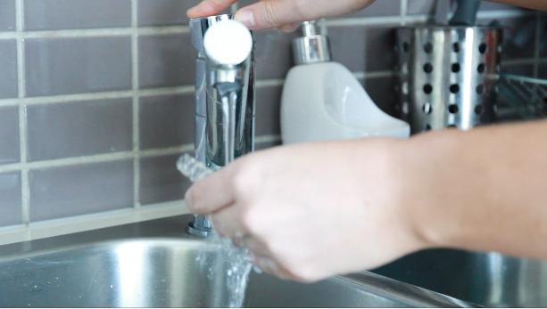 washing-your-vaporizer-glass-parts