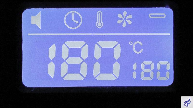 arizer-extreme-q-vaporizer-digital-display