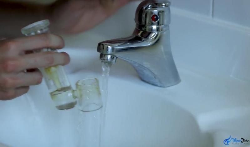 Filling the Aqua Bubbler for the CloudV ElectroMini Portable E-nail