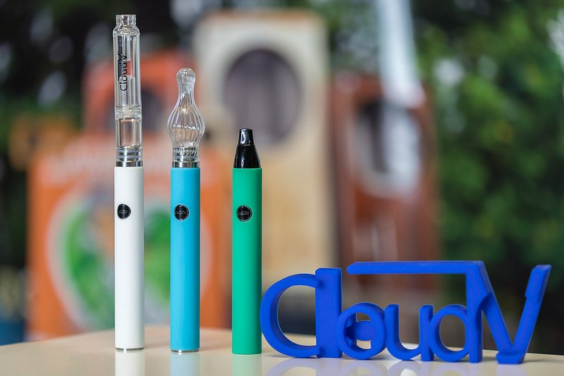 CloudV Phantom Mini White, Turquoise and Green with glass accessories and CloudV Logo