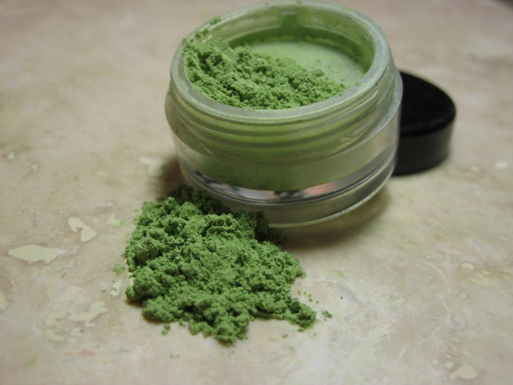 kratom powder in jar